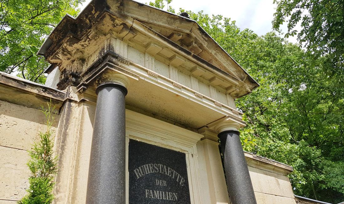Grabwand Historisches Familiengrab Sandstein Weida Friedhof Detailansicht