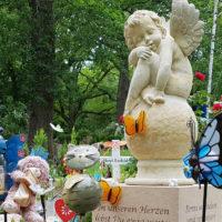 Kinderengel Sandstein Kindergrabstätte Gestalten Schmetterlin Engelfigur Trauernder Engel Steinmetz Erfurt Hauptfriedhof