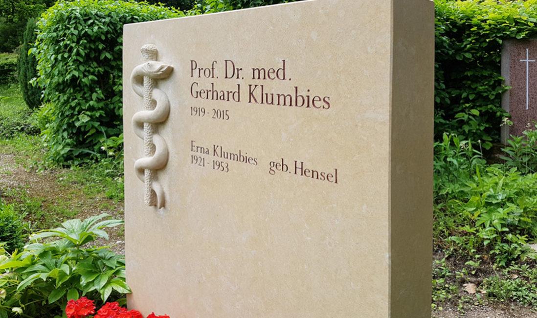 Steinmetz Doppelgrabstein Familiengrabstein Kalkstein Doppelgrab Arzt Mediziner Aesculap Kalkstein Jena Nordfriedhof