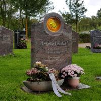 Grabstein Urnengrabstein Grabmal Wiesengrab Rasengrab pflegeleicht Grabplatte Urnengrab Granit Paradiso Friedhof Ronshausen Hessen Steinmetz