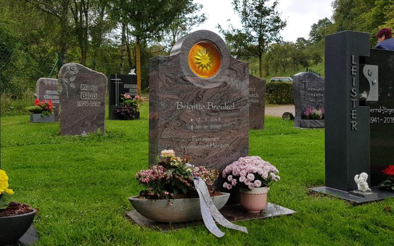 Ronshausen Friedhof Gedenkstein Breukel - 0