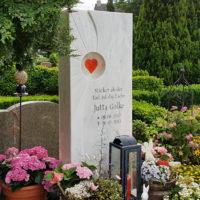 Gestaltung Einzelgrab modern Blumen Pflanzen Deko Grab Idee Beispiel Vorschlag Bild Abtshagen Friedhof
