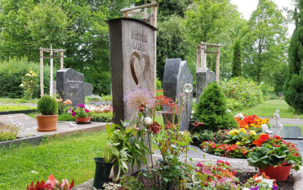 Erfurt-Hochheim Friedhof Grabmal Kauer