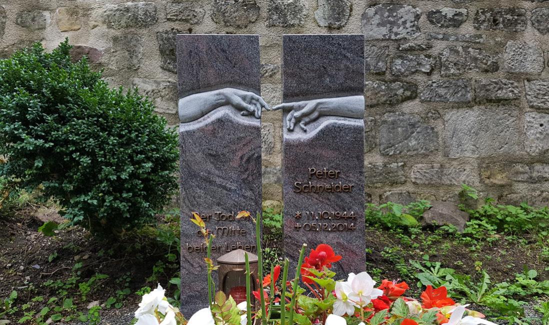 Grabstein Einzelgrabstätte zweitgeteilt Granit Paradiso poliert Grabgestaltung pflegeleicht Grabmalgestaltung kaufen Beispiele Georgenthal Friedhof Steinmetz