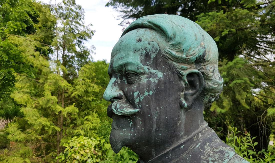 Grabmal Einzelgrab Sandstein Bronze Jena Nordfriedhof Detail