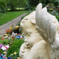 Trauernder Engel Kinderengel Kindergrab Grabstätte für Kinder Steinmetz Erfurt Hauptfriedhof