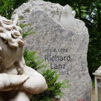 Grabstein Engel Grabschmuck Grabdeko Figur Grabstein junge Menschen Kinder Kindergrabstein Kalkstein Erfurt Hauptfriedhof