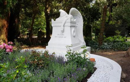 Große Grabanlage aus Marmor – Aufbau & Impressionen