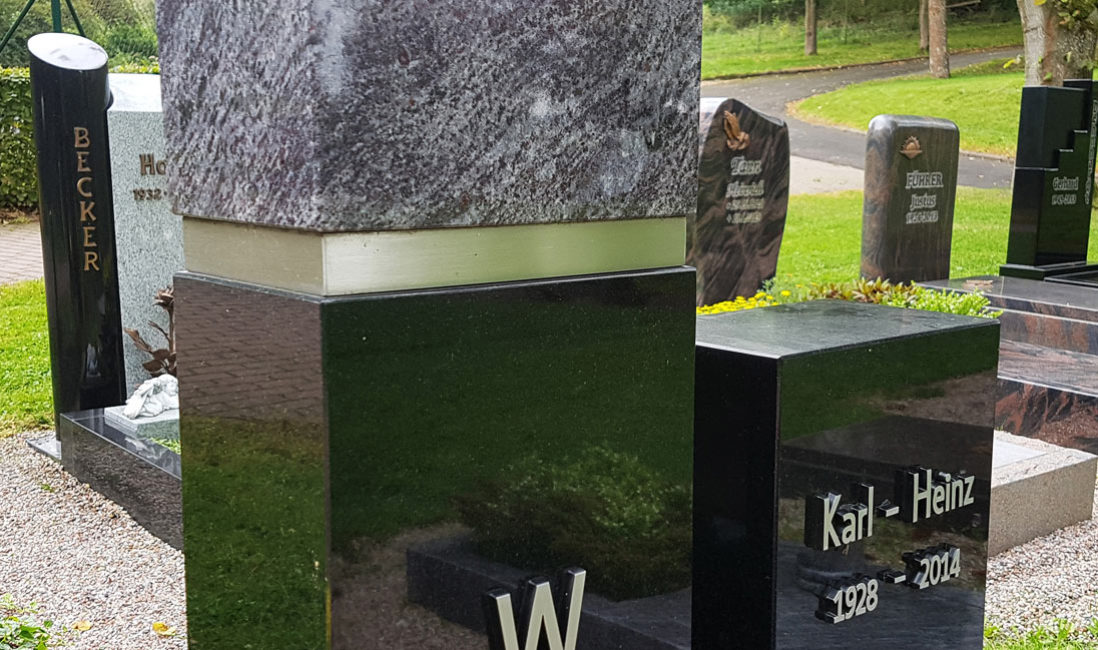 Grabstein modern aus schwarzem Granit poliert Edelstahl Design Steinmetz Friedhof Ronshausen