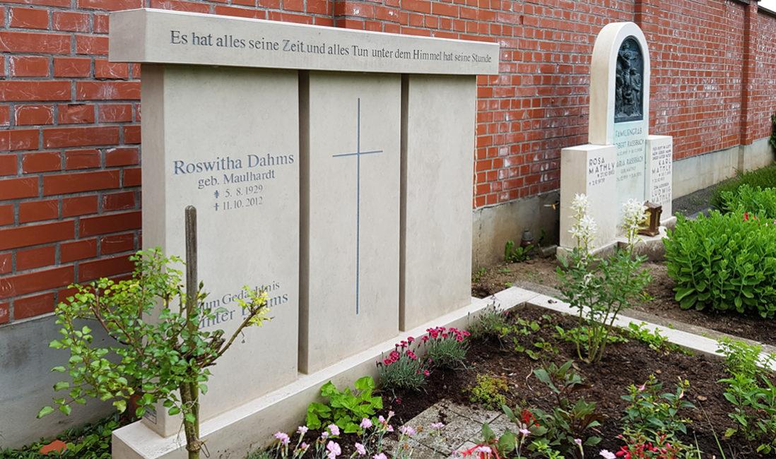 Doppelgrabstein Familiengrabstein 3 teilig Kalkstein Grabstein Familiengräber Doppelgräber Gestalten Gestaltung Beispiel Idee Erfurt Hochheim Friedhof