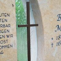 Kreuz Symbol für Grabstein Metall
