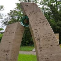 Zweiteiliger Grabstein für ein Kind Travertin Moderne Grabsteingestaltung