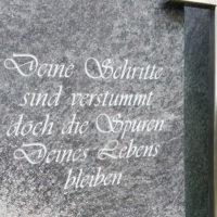 Grabinschrift Schrift für Grabstein Grabstein beschriften Gravur Grabsteinschrift Granit Orion Steinmetz