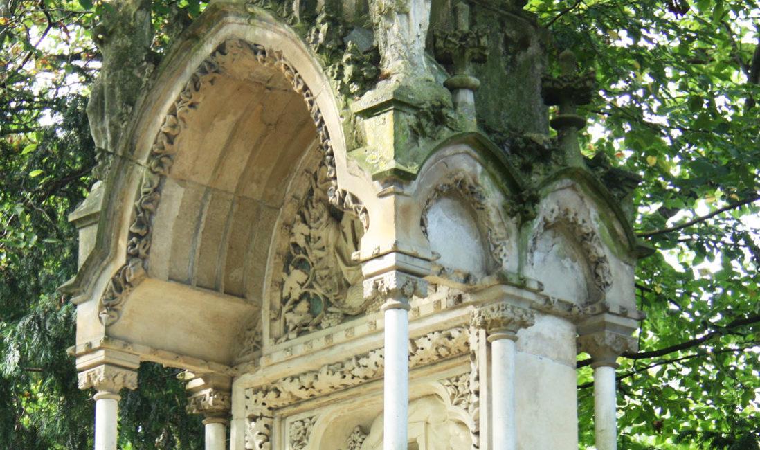 Familiengrabstätte Gruft Sandstein Köln Melatenfriedhof Detail