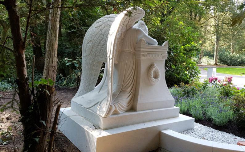 Köln Südfriedhof Familiengrab mit Engel Familie Schade - 0