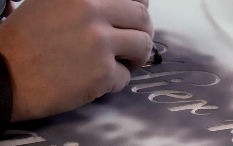 Video zu Marmor Grabstein mit Schwanen Relief für ein Doppelgrab