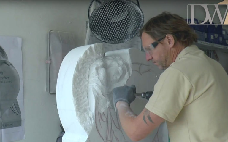Video zu Engel Grabstein mit Herz – Video aus unserer Werkstatt