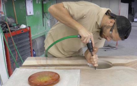 Grabstein Signum mit Glas Element Sonne – Blick in die Werkstatt