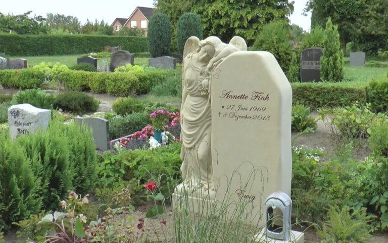 Video zu Friedhofsimpressionen: Sandstein Grabengel Clarissa