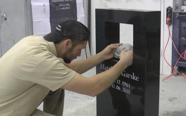 Video zu Günstige Grabsteine für ein Urnengrab, Doppelgrab, Kindergrab