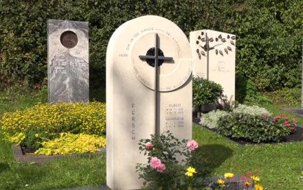Grabsteine Steinmetz Berlin – Marmor Doppelgrabstein mit Edelstahl Kreuz