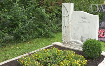 Grabstein für Doppelgrab/ Familiengrab – Marmor Grabstein mit Kreuz – vom Steinmetz aus Thüringen