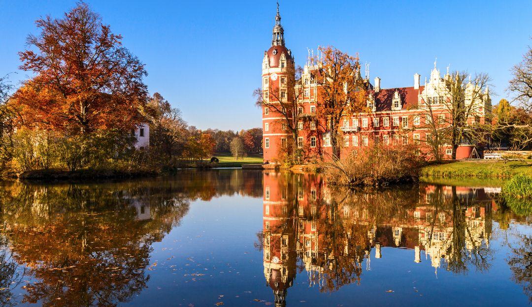 Das Schloss im Fürst Pückler Park im Sommer. | Bildquelle: © Fotolia - Frank
