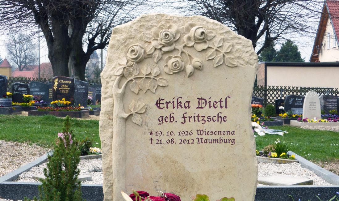 Doppelgrabstein Familiengrabstein  Grabmal Grabmale Rosen Ornament Felsen Findling Grabstein Sandstein Steinmetz Naumburg Thüringen Doppelgrab Familiengrab