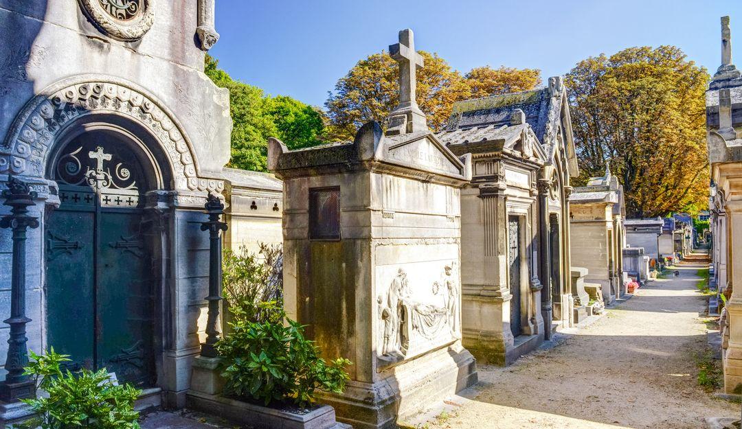 Grabmale auf dem Friedhof in Paris | Bildquelle: © Fotolia - scaliger