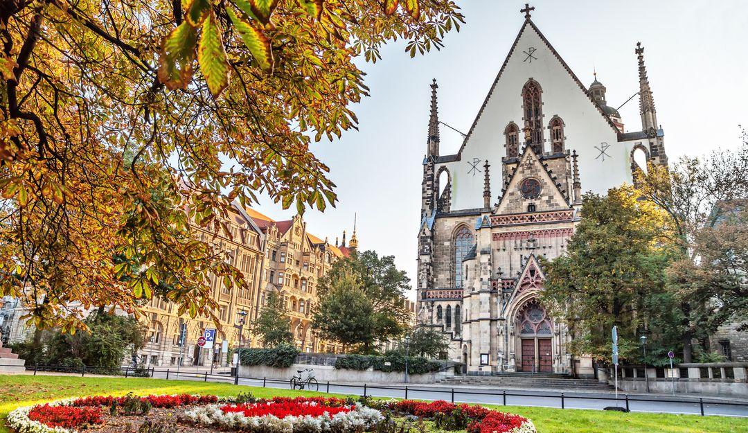 Die Thomaskirche in Leipzig von vorne. | Bildquelle: © Fotolia - bbsferrari