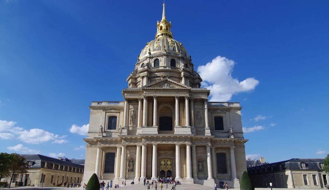 Der Invalidendom in Paris und das Grab Napoleons ziehen jährlich viele Besucher an. | Bildquelle: © JuergenL - Fotolia