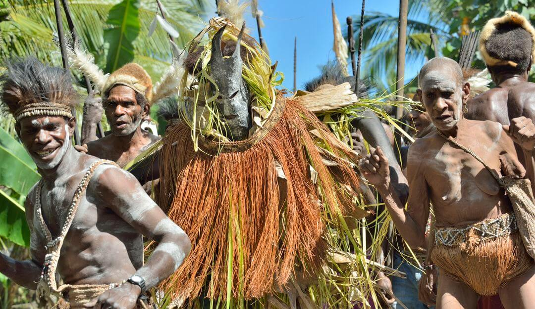 Um den Geist des Toten zu ehren, werden zwei verschwenderische Feste gefeiert. | Bildquelle: © depositphotos