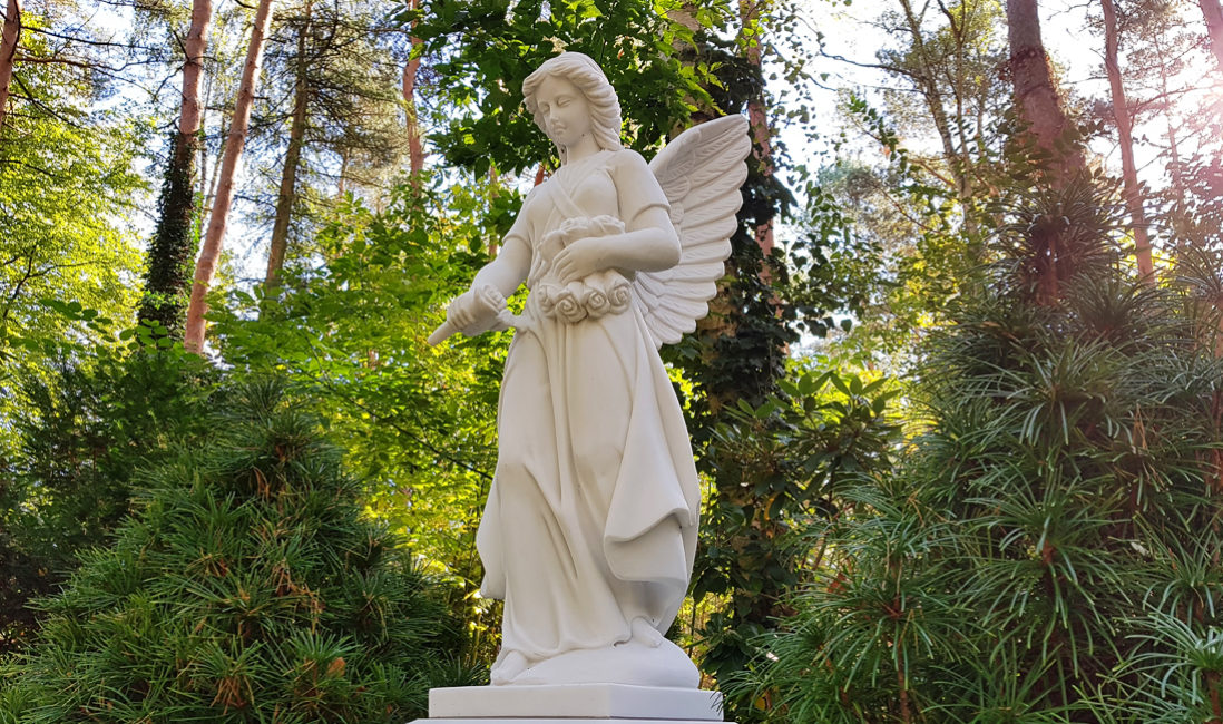 Familiengrab Grabengel Engel Grabstein Marmor Grabanlage Friedhofsengel Skulpturen Figuren für Grabsteine Friedhof Zehlendorf Berlin