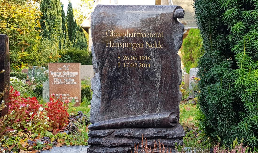 Grabstein Papyrus Urnengrab Granit Paradiso poliert Idee Beispiel Vorschlag Berlin Friedhof Altglienicke