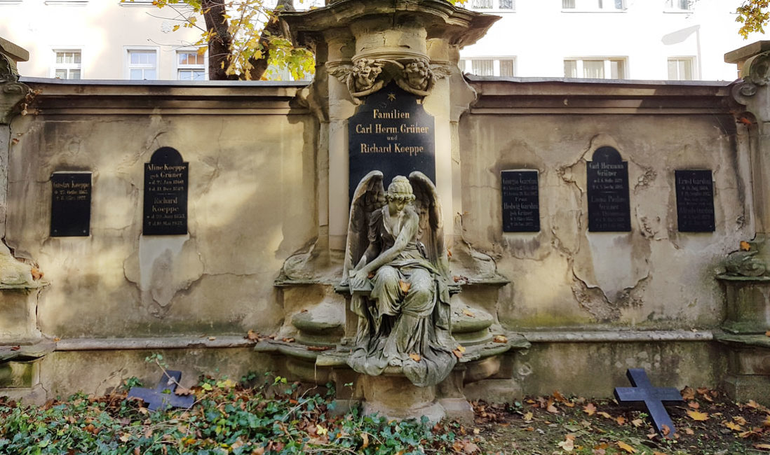 historische Familiengrabstein Engel Gedenkstein Sandstein Südfriedhof Gera Panorama