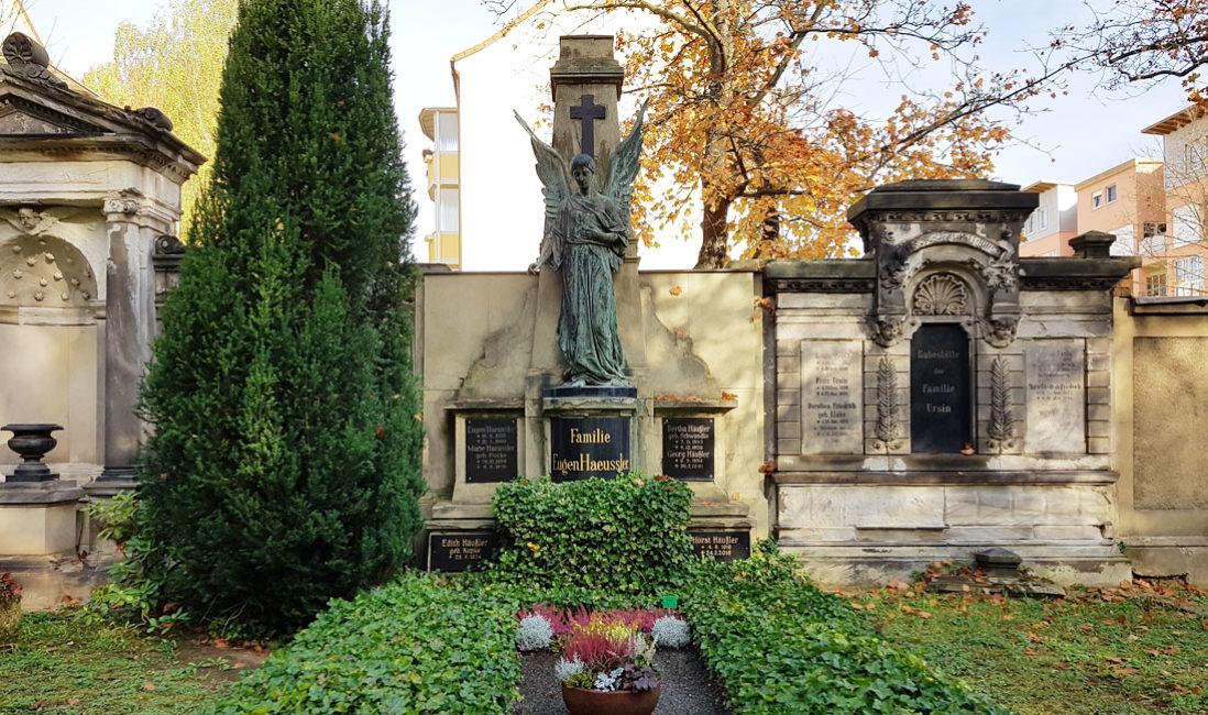 historisches Grabmal Engel Familiengrab Sandstein Bronze Südfriedhof Gera Panorama