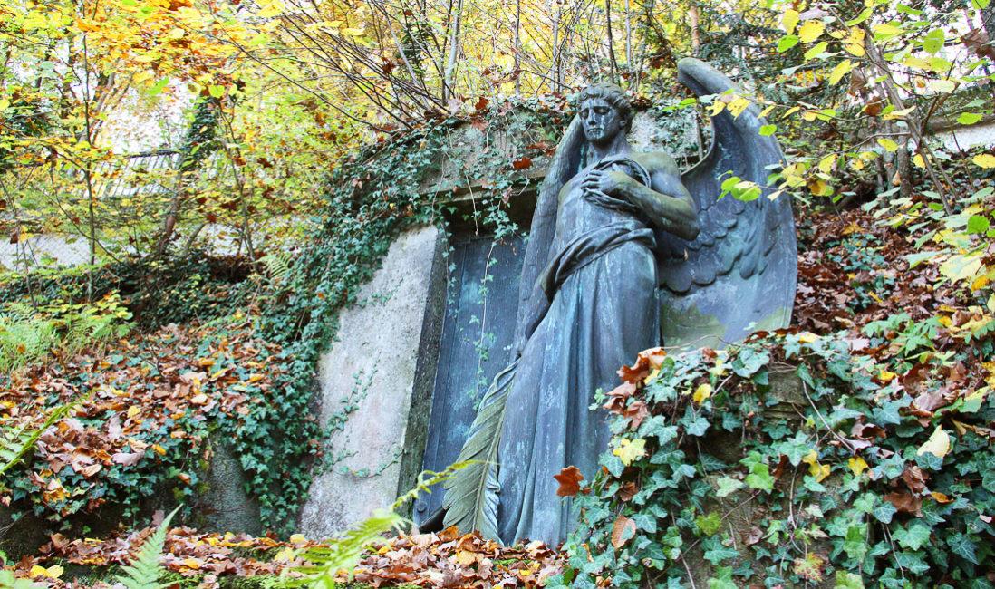 historisch Grabengel Familiengedenkstätte Gruft Bronze Untermhäuser Friedhof Gera Seitenansicht