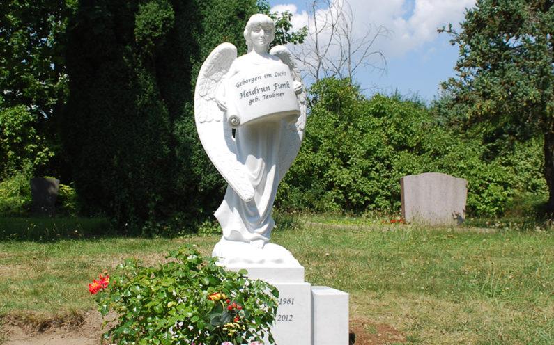 Torgau Evangelischer Friedhof Grabmal Funk - 0
