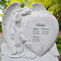 Doppelgrabstein Familiengrabstein Steinmetz Marmor Engel Grabsteine Grabmale Grabdenkmale Herz Motiv Flügel Berlin Friedhof Luisenkirchhof III
