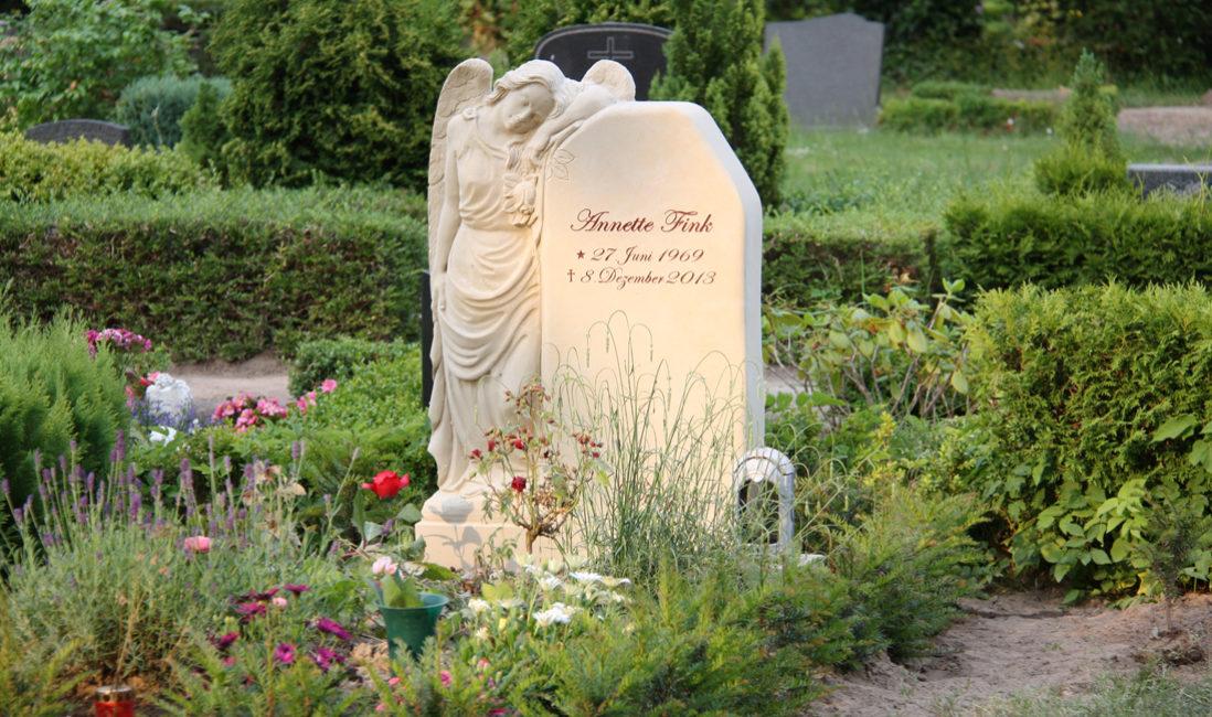 Einzelgrab Gestaltung Engel Grabsteine Grabmale Sandstein Friedhofsengel Insel Rügen Steinmetz Gingst  Friedhof St. Jacobi