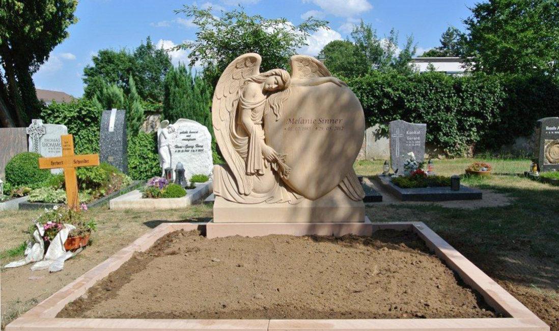 Familiengrab Doppelgrab Grabstätte Engel Grabstein Sandstein Wixhausen Friedhof Grabeinfassung Steinmetz Herz Darmstadt