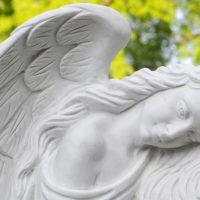 Grabstein Marmor Engel Flügel Detail Berlin Friedhof Luisenkirchhof III