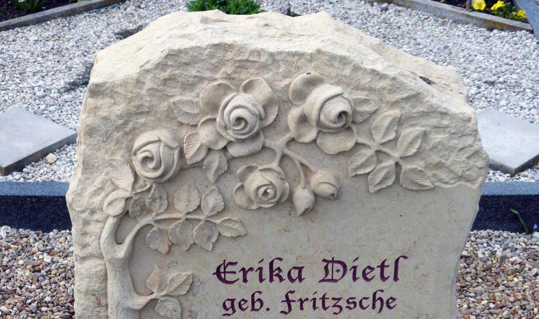 Grabmal Grabmale  Rose Ornament Relief Rosenblüte Rosenranke Grabsteine Rosen Steinmetz Sandstein Naumburg Friedhof Großjena