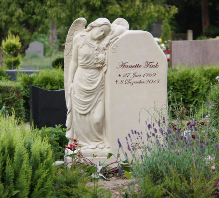 Gingst Friedhof St. Jacobi Einzelgrabstein Fink