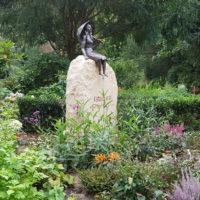 Individueller Felsen Grabstein Findling mit Bronze Doppelgrab Familiengrab