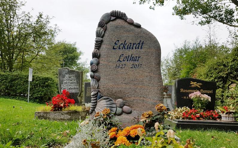 Hammerstedt Dorffriedhof Grabstätte Eckardt - 1