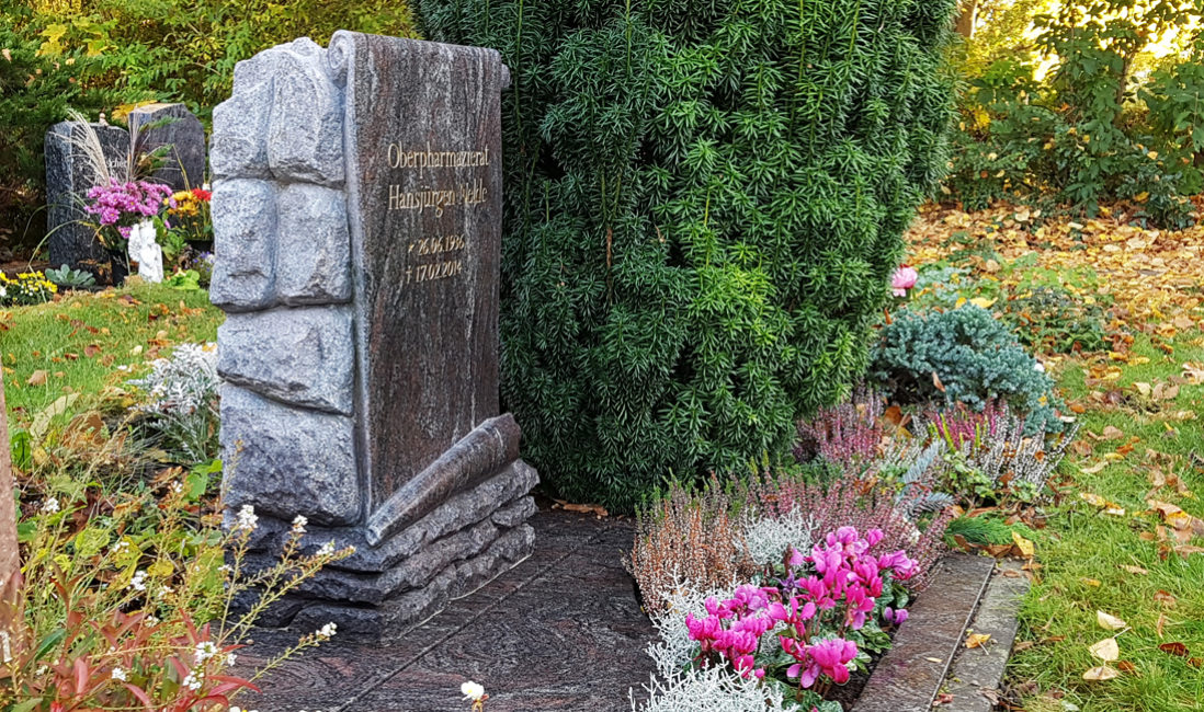 Urnengrabstein Urnengrab Granit Paradiso Friedhof Altglienicke Berlin Profil
