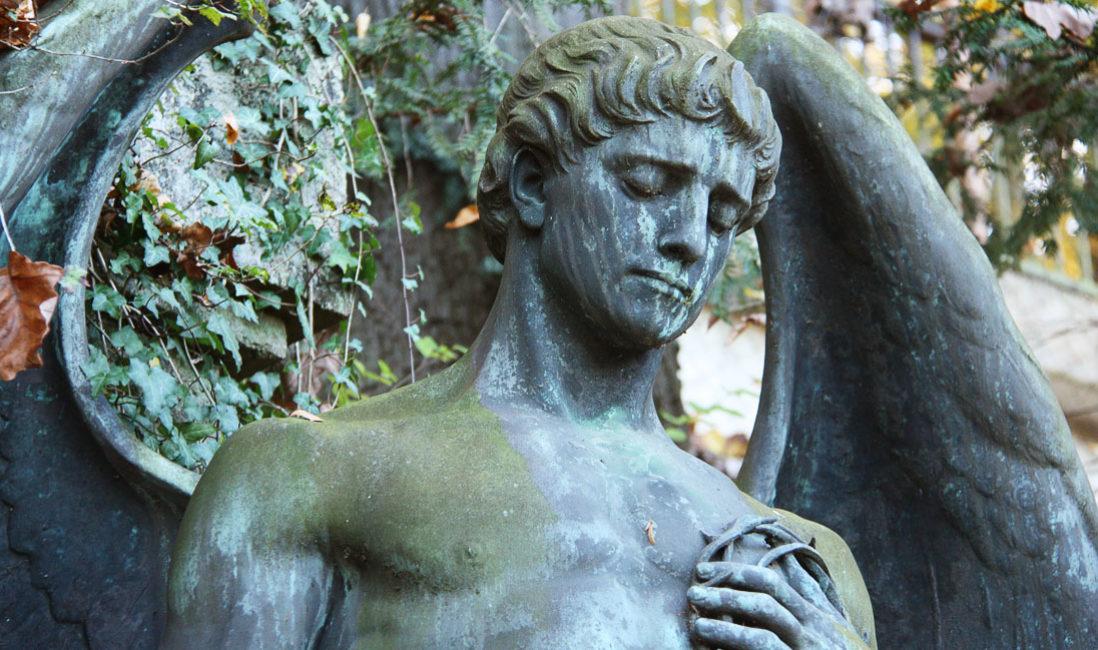 historisch Grabengel Familiengedenkstätte Gruft Bronze Untermhäuser Friedhof Gera Detail