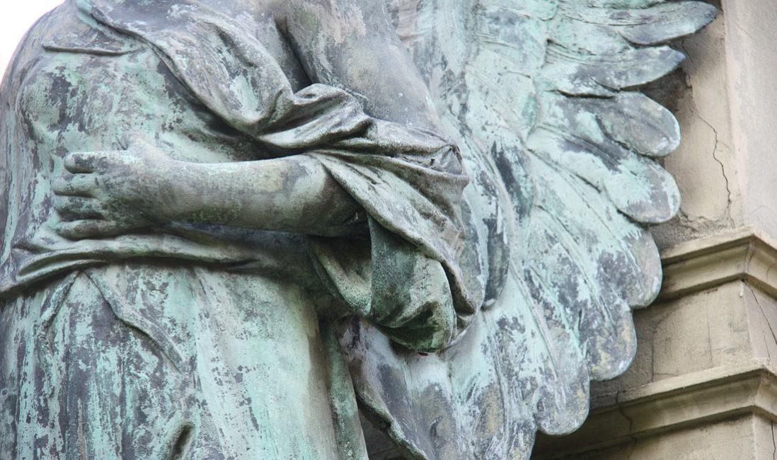 historisches Grabmal Engel Familiengrab Sandstein Bronze Südfriedhof Gera Detail