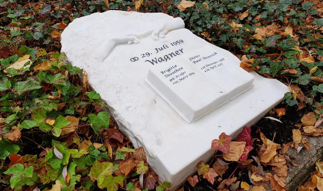 Doppelgrab Grabplatte Grabstein liegend Michelangelo Sixtinische Kapelle Rom Steinmetz Marmor Gera Ostfriedhof